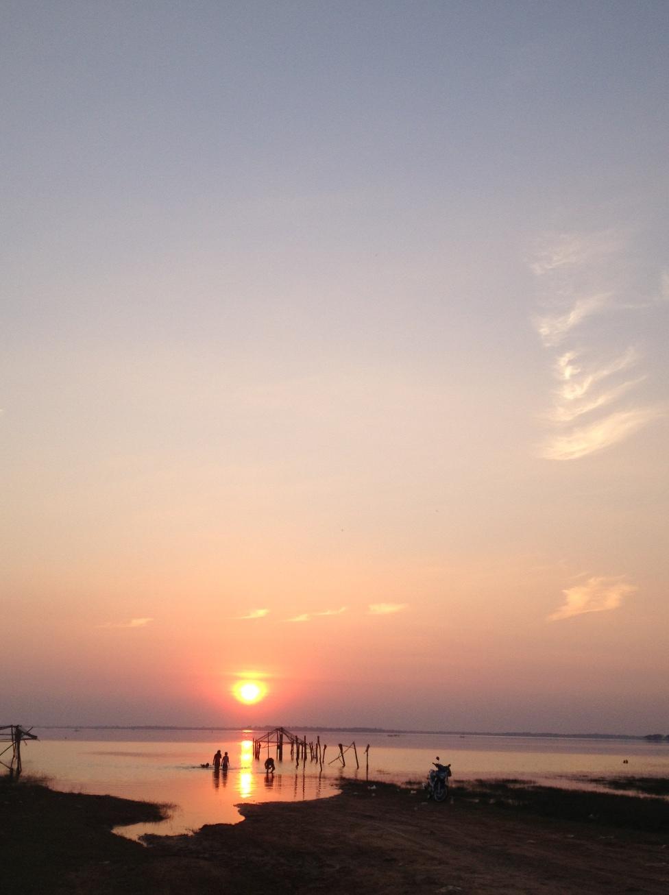 พระอาทิตย์ตกเขื่อนสิรินธร